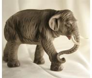 Krippenfiguren-Elefant-am-Weg-zur-Krippe