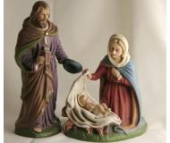Krippenfiguren-Heilige-Familie-mit-dem-Jesuskind-in-der-Krippe