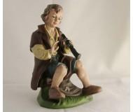 Krippenfigur-Hirte-sitzend-mit-Flöte